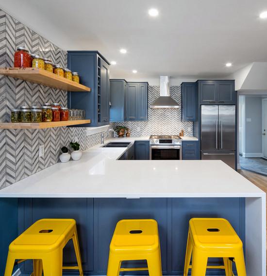 комбинация синего и желтого в интерьере
