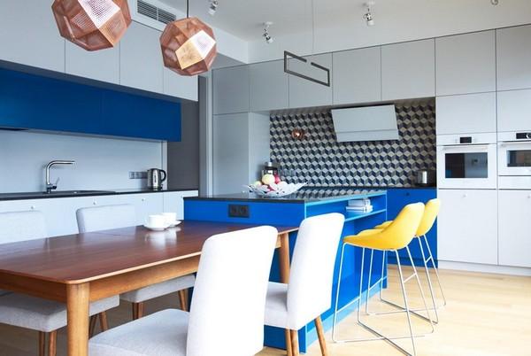 сочетание желтого и синего в кухне