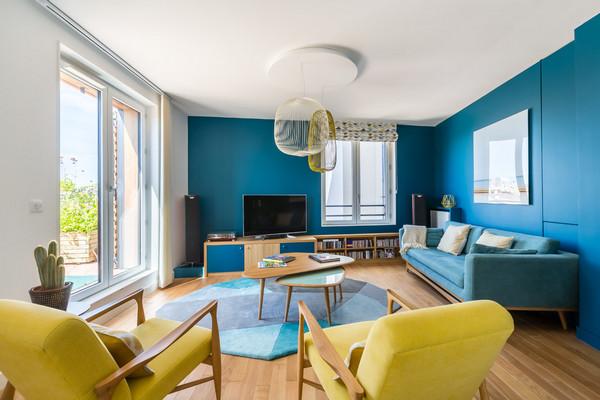 сине-желтый интерьер гостиной