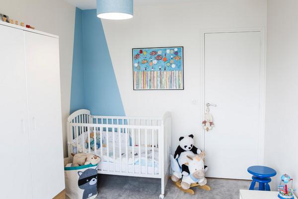 как оформить стену возле детской кроватки