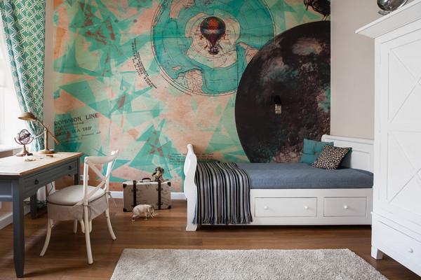 отделка стены, к которой примыкает детская кровать