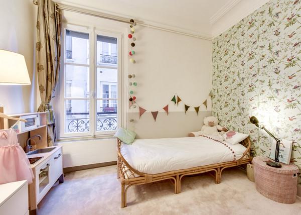 декор стены над детской кроватью