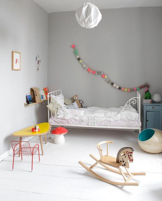 оформление стены над детской кроваткой
