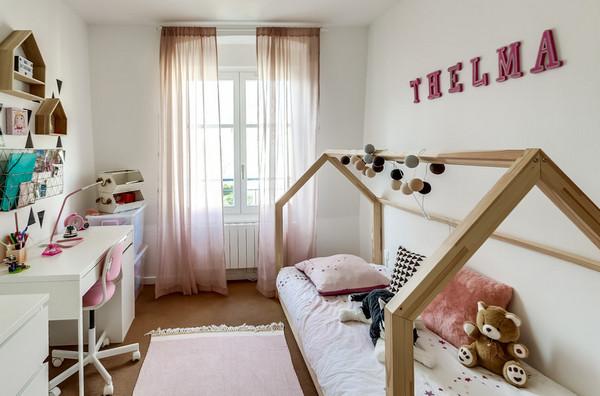 чем украсить стену над детской кроватью