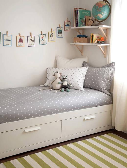 оформление стены над детской кроватью