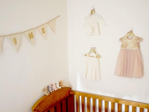 украшение стены над кроваткой новорожденного