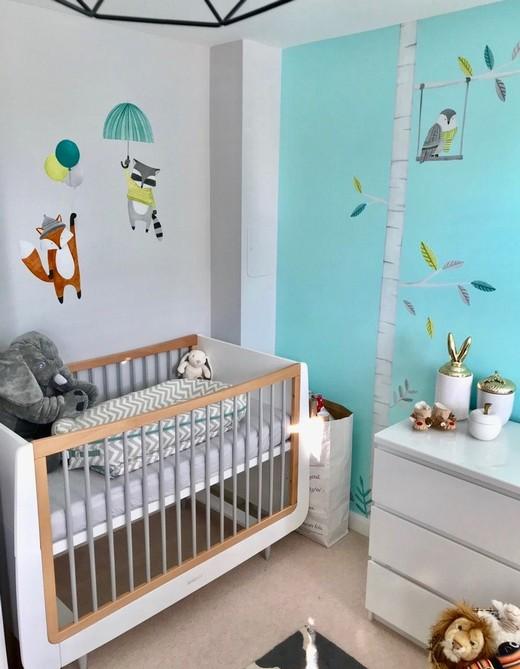 украшение стены возле кроватки новорожденного