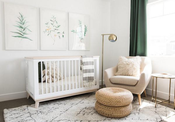 оформление стены над кроваткой новорожденного