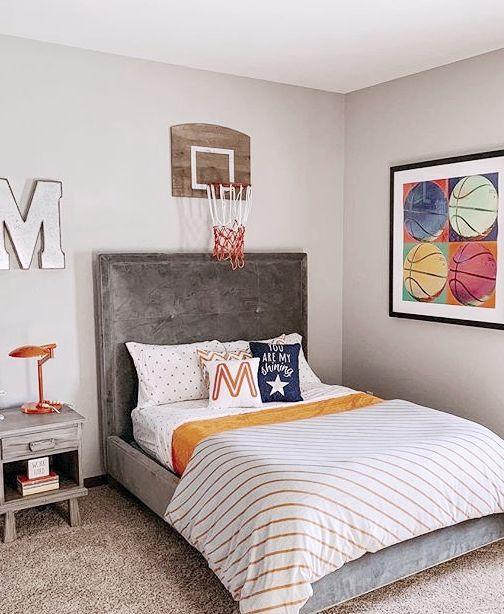 украшение стены над кроватью мальчика