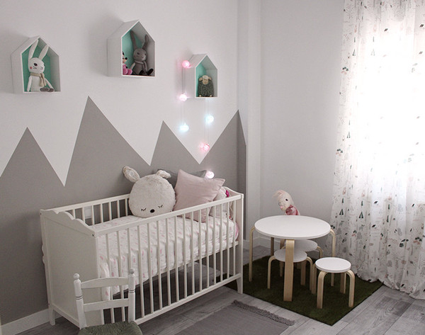 украшение стены за детской кроваткой