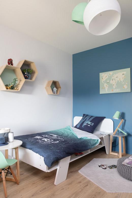 декор стены возле детской кровати
