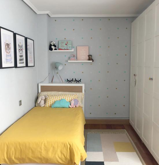 декор стен возле детской кровати