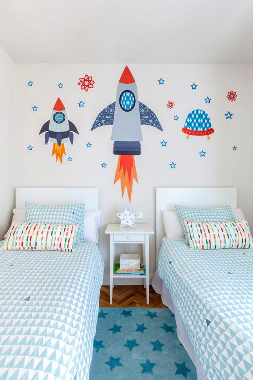 оформление стены над детскими кроватями