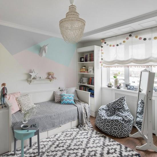 оформление стены над кроватью девочки