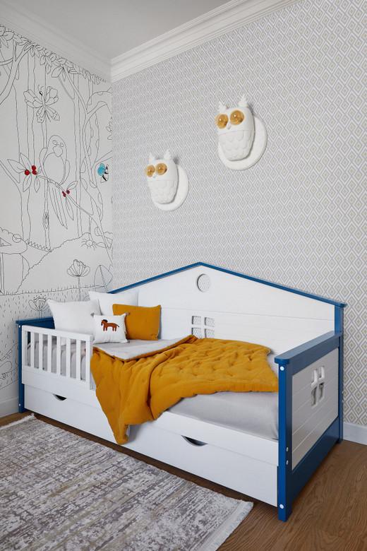 декор стены за детской кроватью
