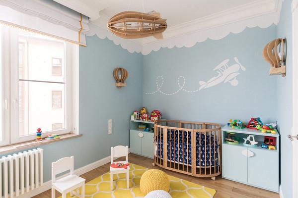 стена над детской кроваткой