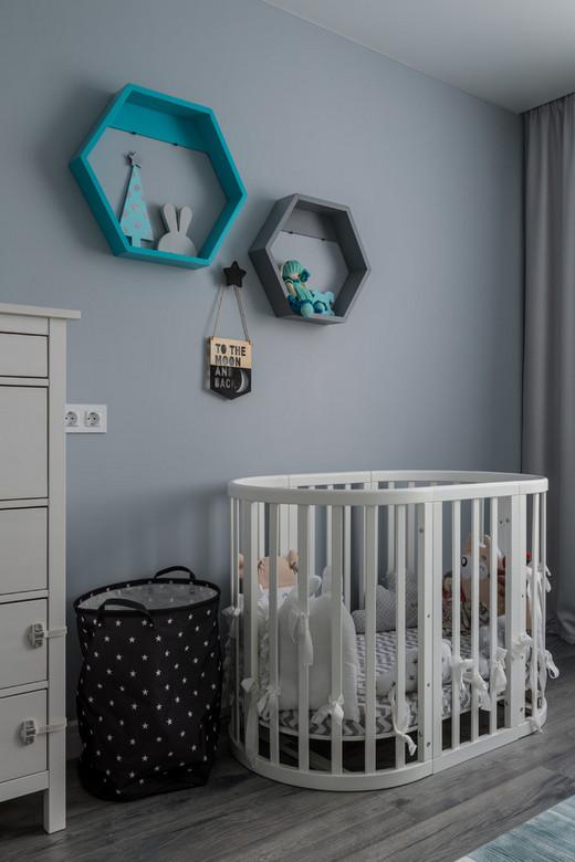 настенные полочки над детской кроваткой