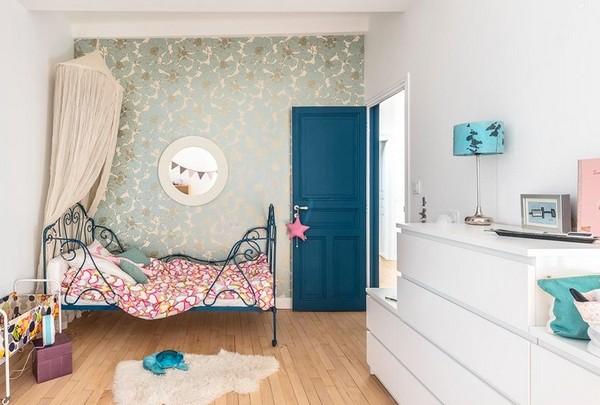 как украсить стену над кроваткой девочки