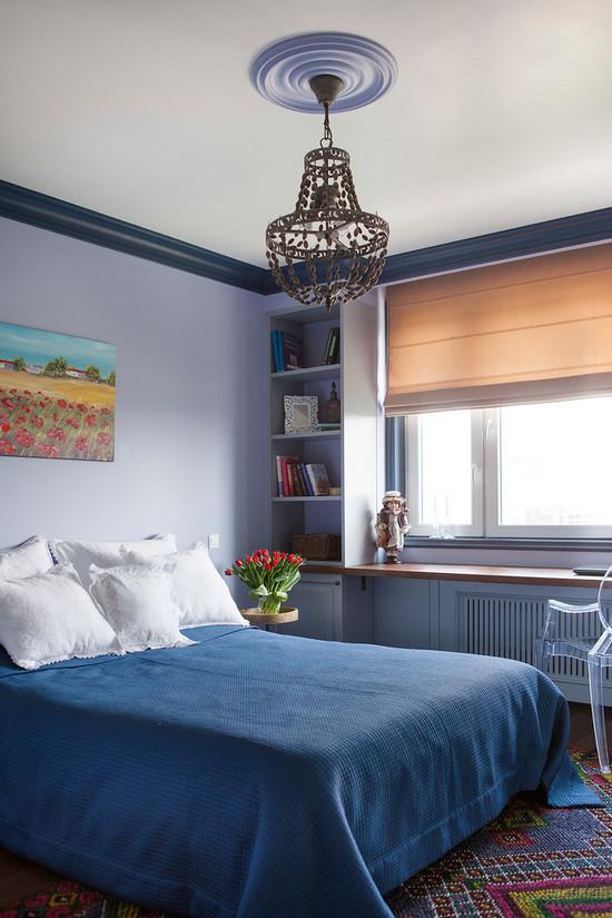 столешница вдоль окна в спальне