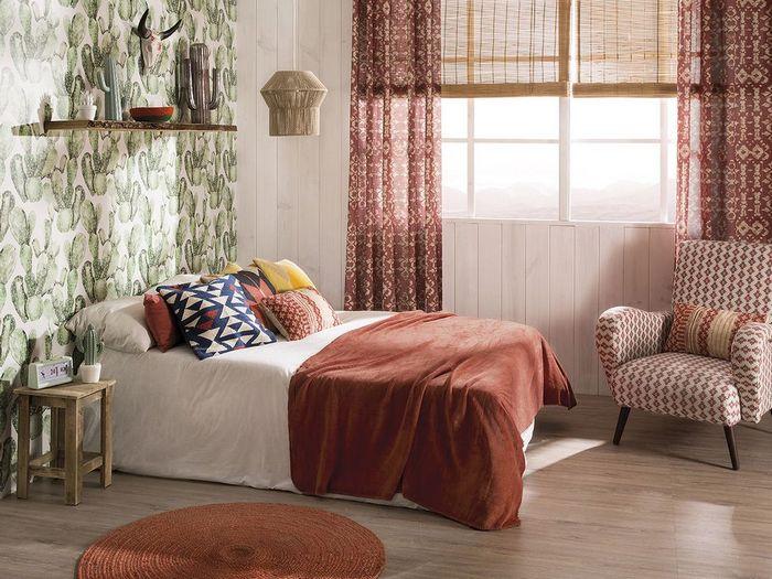 как сочетать занавески и покрывало в спальне