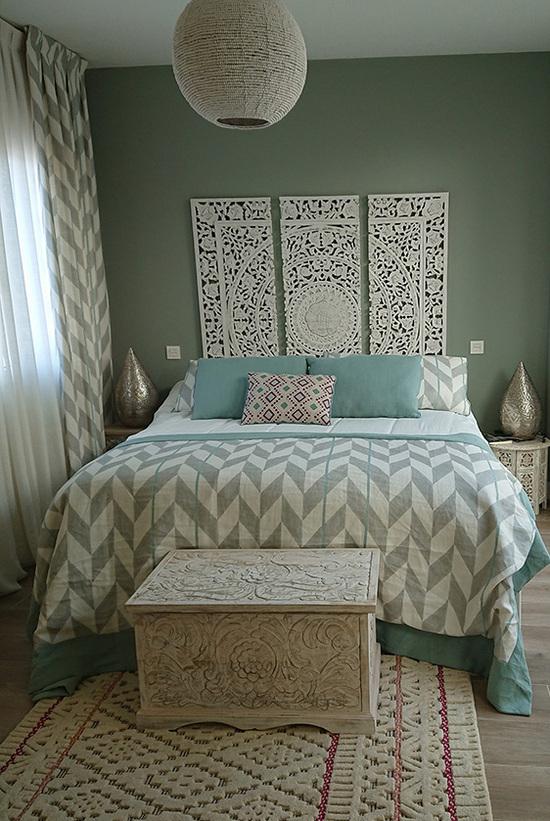 комбинация штор и покрывала в спальне