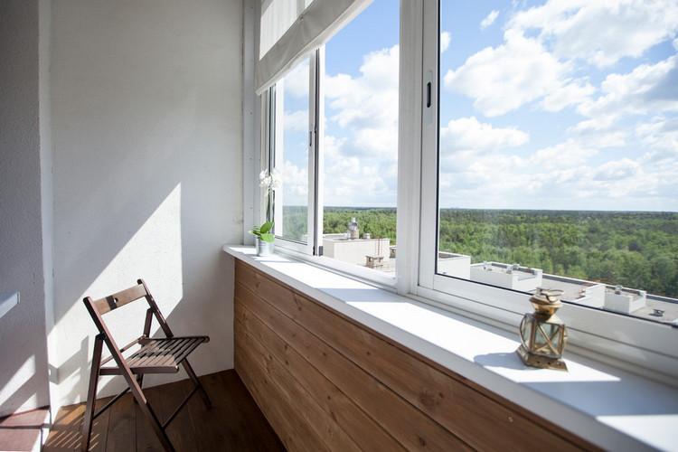 покрасить балкон в белый