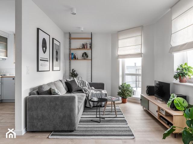 два окна в комнате: как оформить