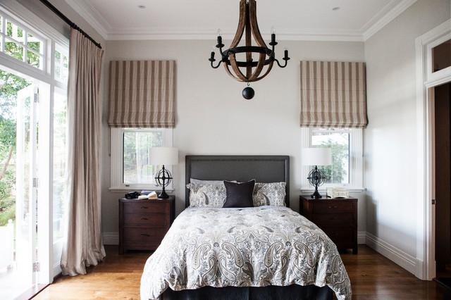 несколько окон в комнате: как подбирать шторы