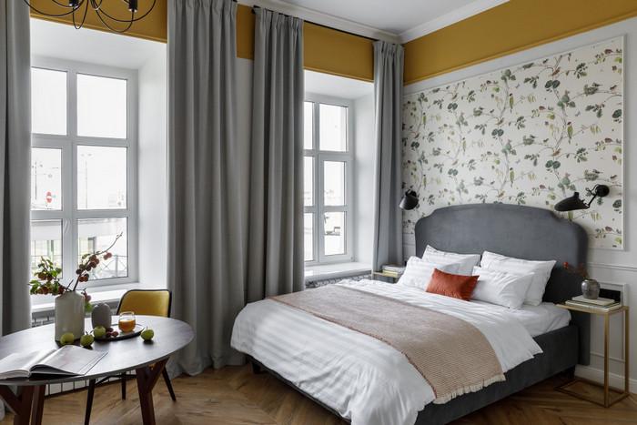 два окна на одной стене: как повесить шторы