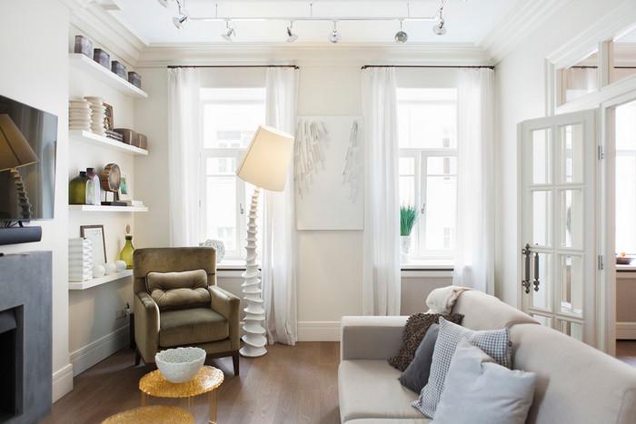 два окна в гостиной: как подобрать занавески