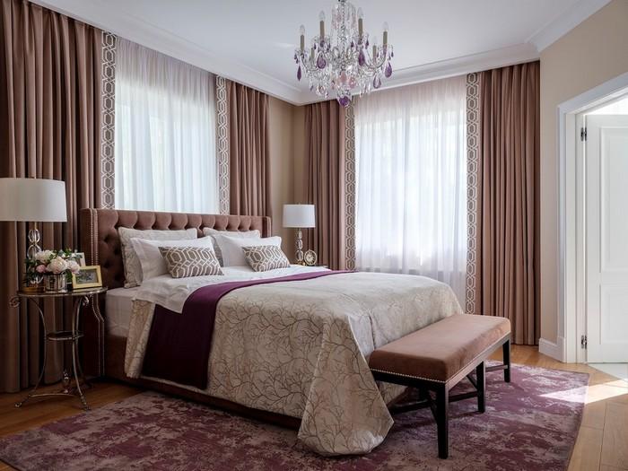 два окна в спальне: как оформлять шторами