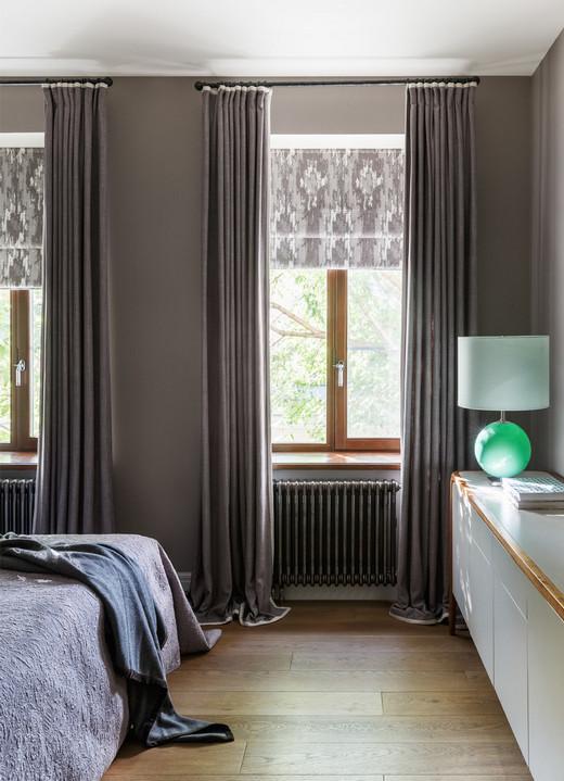 два окна в спальне