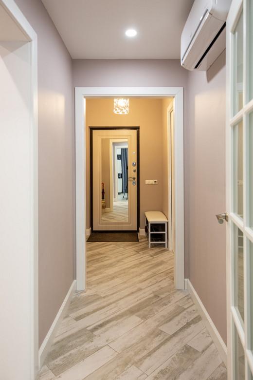 зеркало на входной двери: плюсы и минусы