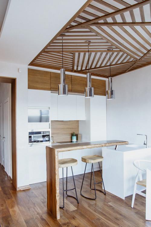рейки на потолке кухни