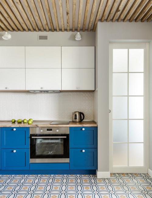рейки на потолке в кухне