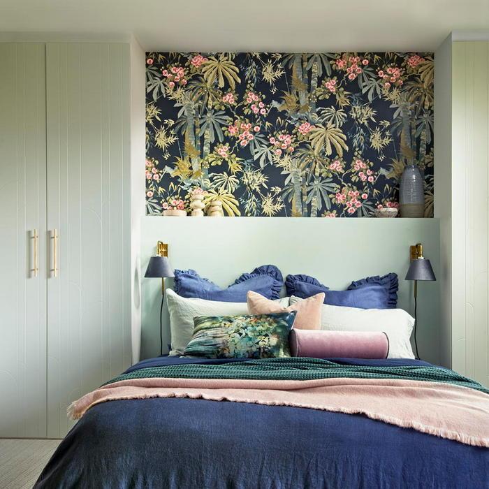 Шкафы с двух сторон от кровати
