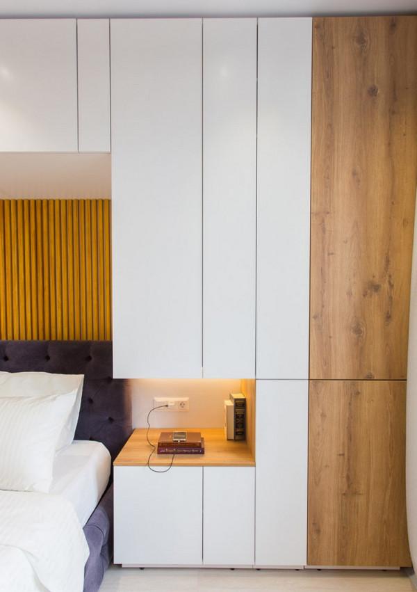 кровать между двумя шкафами