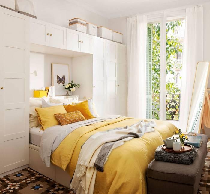шкаф вокруг кровати в спальне
