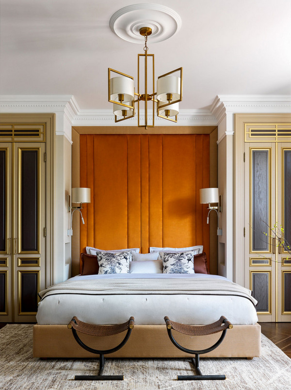 шкафы по бокам от кровати