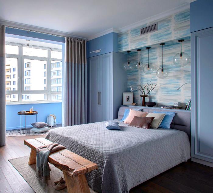встроенные шкафы по бокам от кровати
