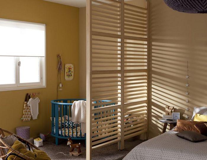 детская кроватка в родительской спальне