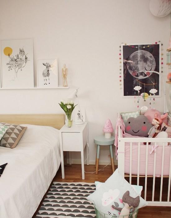 куда поставить кроватку в родительской спальне