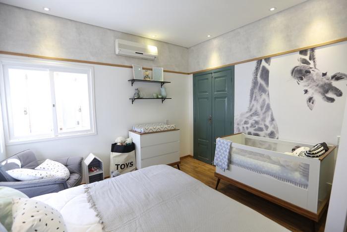 родительская спальня с детской кроваткой