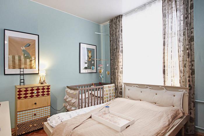 детский уголок в родительской спальне