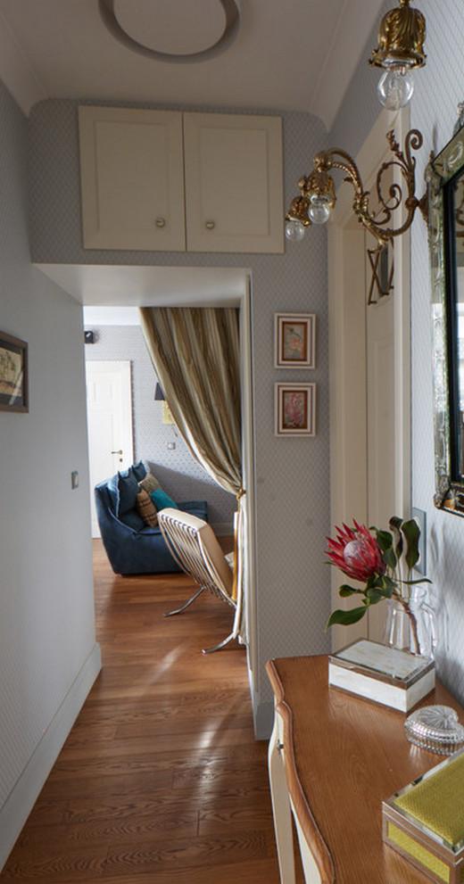 антресоль над проёмом в маленькой квартире