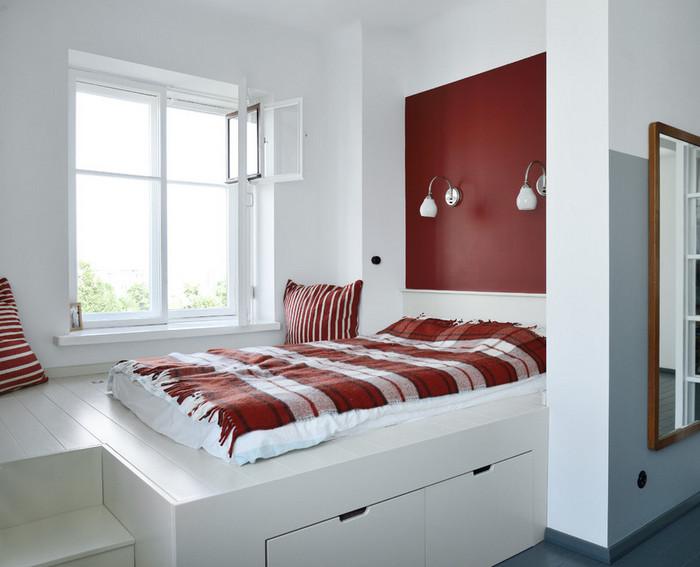 кровать-подиум в маленькой квартире